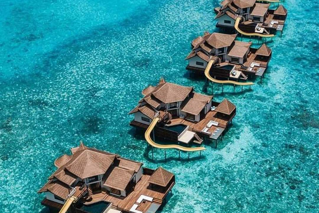 Jumeirah Vitavelli, Maldives luxury water suites 2. Thatching provided by Africa Roofing
